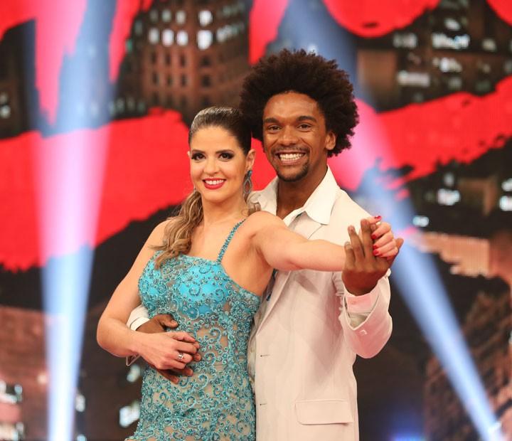 Mariana Santos e Marcus Lobo abrem a final do Dança dos Famosos 2015 (Foto: Carol Caminha / Gshow)