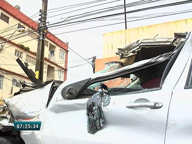 Motorista morreu na hora. Passageiros não ficaram feridos, segundo AMC. (Foto: Reprodução/TV Verdes Mares)