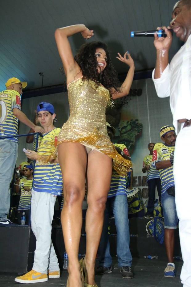 dourado e curto para evento de carnaval - notícias de Carnaval 2016