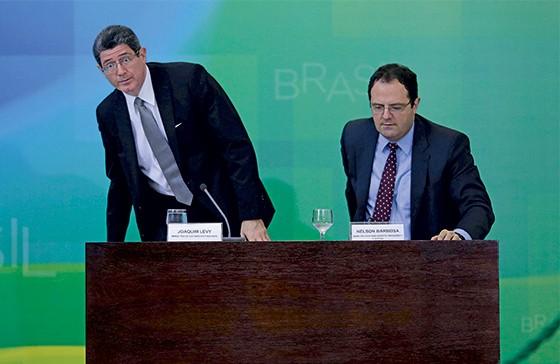 Joaquim Levy e Nelson Barbosa (Foto: Ueslei Marcelino/Reuters)