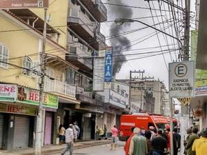 Fogo atingiu loja Casas Bahia, na Rua dos Mineiros (Foto: Thiago Cândido/Arquivo pessoal)