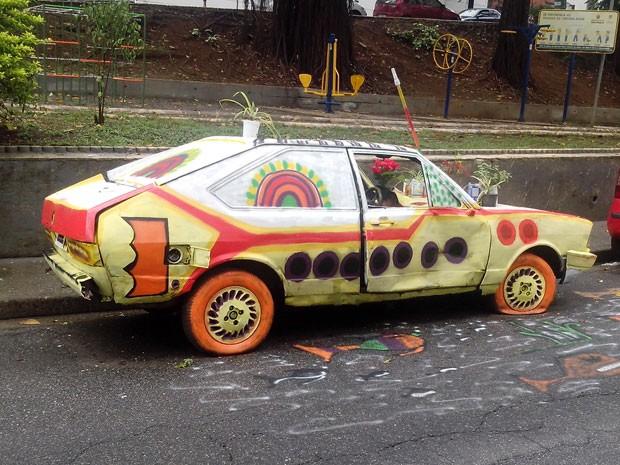 'Resolveram dar uma modificada no veículo para chamar a atenção das autoridades', diz internauta (Foto: Daniel Gomes/VC no G1)