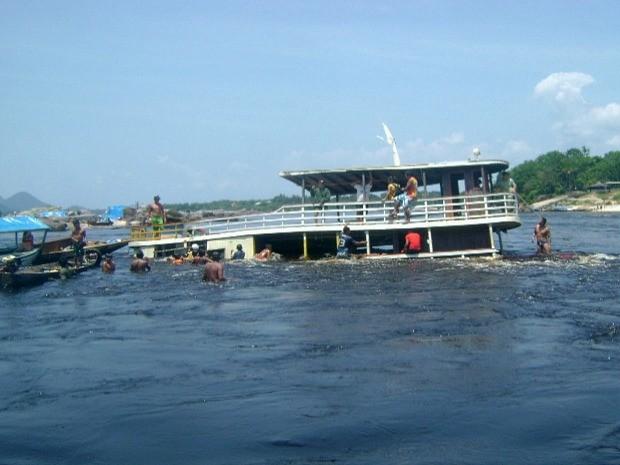 Embarcação saiu de São Gabriel da Cachoeira (Foto: Reprodução/TV Amazonas)