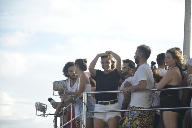 Alice Wegmann no trio de Ivete Sangalo, em Salvador (Foto: Gilmar Castro /Ag Haack)
