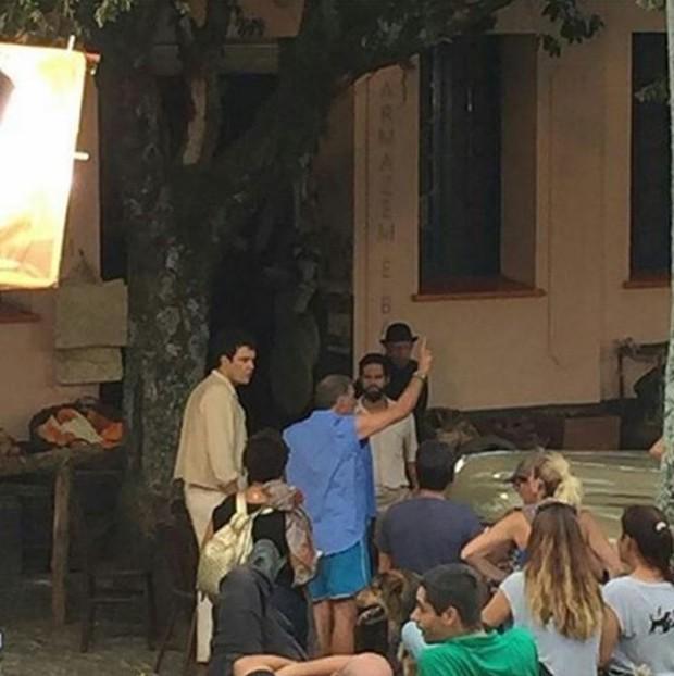 Sérgio Guizé nas gravações da novela Êta Mundo Bom (Foto: Reprodução/Instagram)