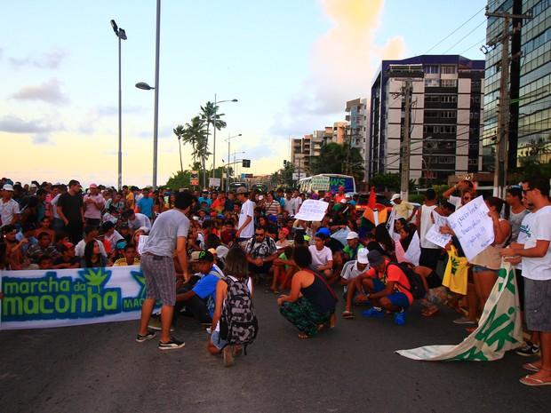 Integrantes entraram em confronto com policiais no Posto 7, na Jatiúca (Foto: Waldson Costa/G1)