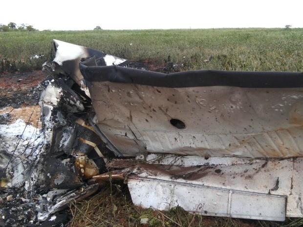 Aeronave ficou completamente destruída e identificação será feita pela Anac (Foto: Divulgação/Polícia Militar)