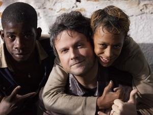 Selton Mello, Luis Eduardo e Gabriel Weinstein nos bastidores de Trash (Foto: Daniel Behr)
