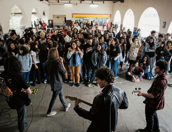 Festival de música organizado pelos alunos da Fernão Dias.Eles  qurem a escola não só para aulas (Foto:  Filipe Redondo/ÉPOCA)