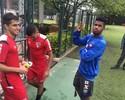 Após divulgar camisa, Atlético-PR usa novos uniformes de viagem e de treino