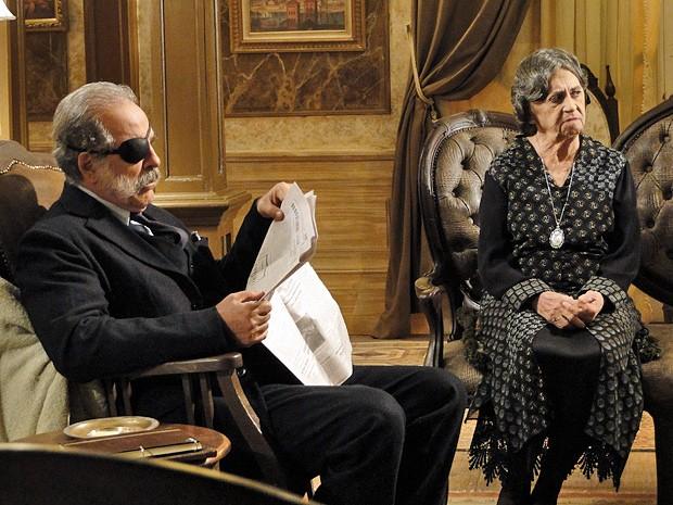 """Dorotéia dispara sua língua ferina e aponta novo suspeito de chamego com Miss Pirangi: """"Altino!"""" (Foto: Gabriela / TV Globo)"""