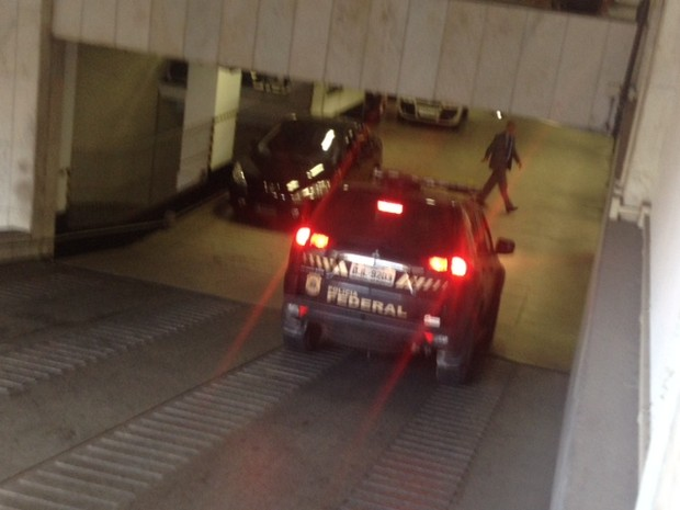 Ricardo Pessoa chega à sede do TRE para depor (Foto: Tatiana Santiago/G1)