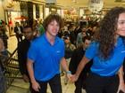 José Loreto e Débora Nascimento causam tumulto em shopping de SP