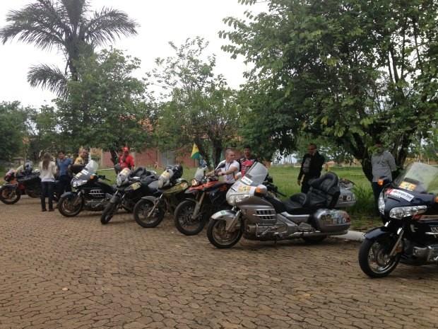 Motociclistas que fazem parte da 2ª Expedição Interoceânica partem de Porto Velho nesta quarta-feira (21) rumo ao Peru (Foto: Larissa Matarésio/G1)