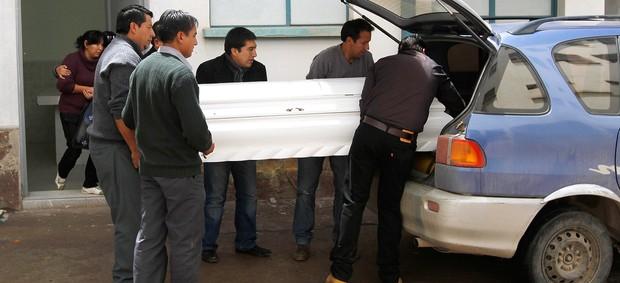 corpo de  Kevin Beltrán morto na partida do Corinthians na Libertadores (Foto: AP)