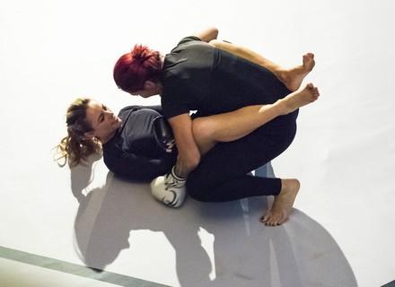 Jeiza conhece a lutadora Cris Cyborg