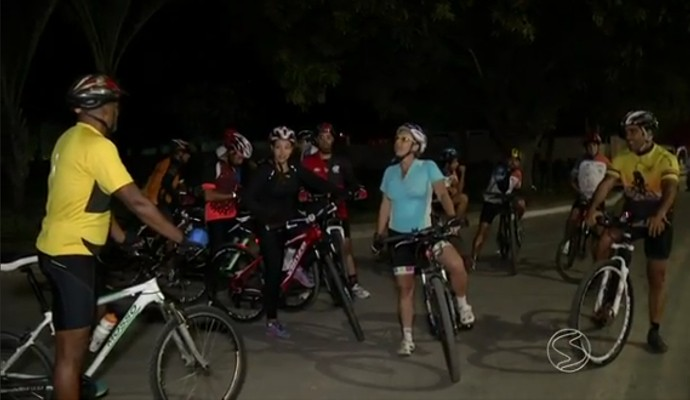 Amigos se reúnem em Resende para pedalar a noite (Foto: Rio Sul Revista)
