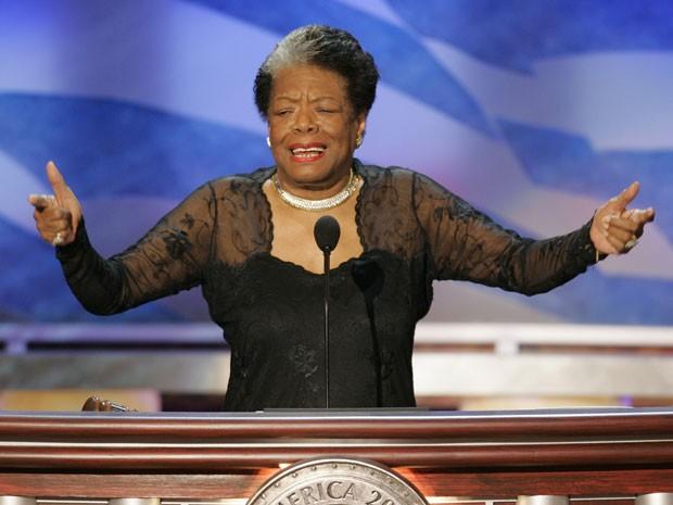 A poeta e ativista Maya Angelou participa da Convenção Nacional do Partido Democrata em Boston em 27 de julho de 2004 (Foto: Gary Hershorn/Reuters)