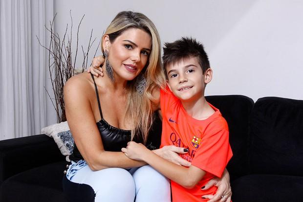 Mari Alexandre e o filho, Záion (Foto: Celso Tavares / EGO)