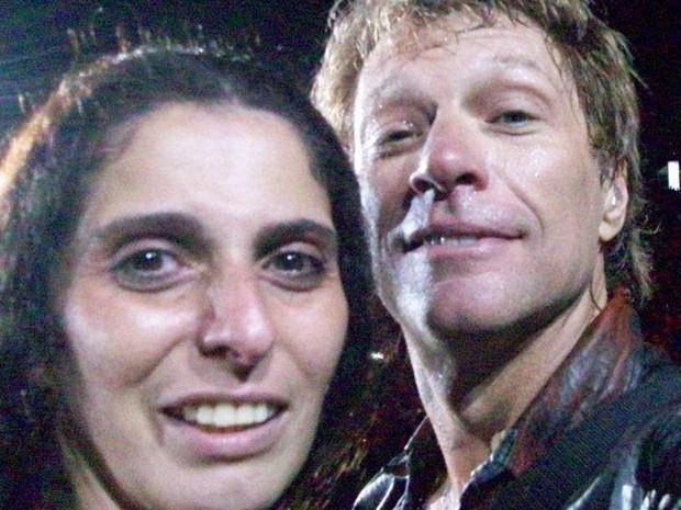 Rosana Guedes e Bon Jovi em foto tirada pela fã no palco (Foto: Rosana Guedes/Arquivo Pessoal) - rosana12