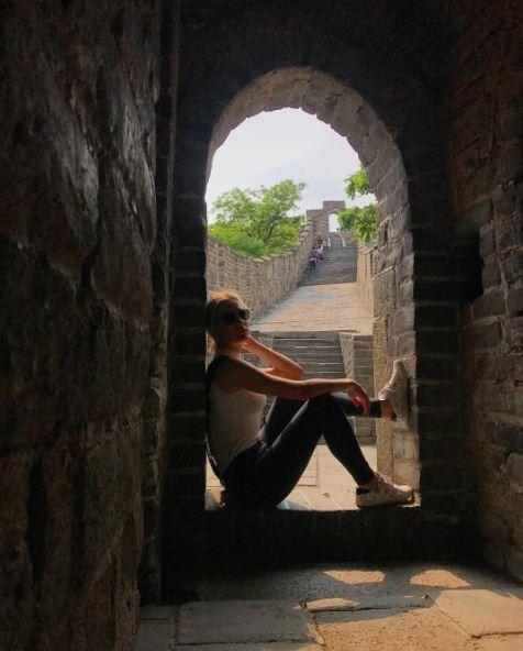 Fiorella Mattheis e Alexandre Pato visitam a Muralha da China (Foto: Reprodução/Instagram)
