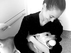 Paolla OIiveira brinca com cachorrinho que adotou e se derrete: 'Amo'