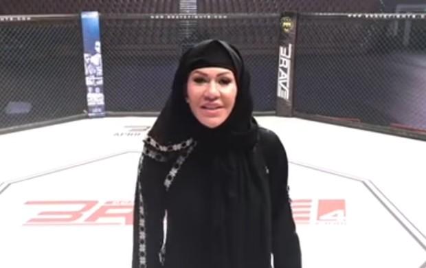 """BLOG: Cris Cyborg usa hijab, faz movimentos de boxe dentro do cage e diz: """"Quem falou que mulher não pode lutar?"""""""