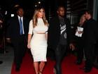 Kim Kardashian exibe aliança em evento com Kanye West