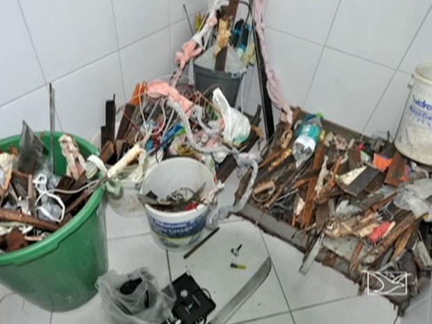 Facas e chuços apreendidos dentro dos presídios (Foto: Reprodução/TV Mirante)