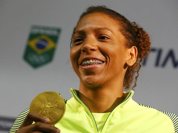 A judoca brasileira Rafaela Silva durante entrevista coletiva nesta terça (Foto: Nacho Doce/Reuters)