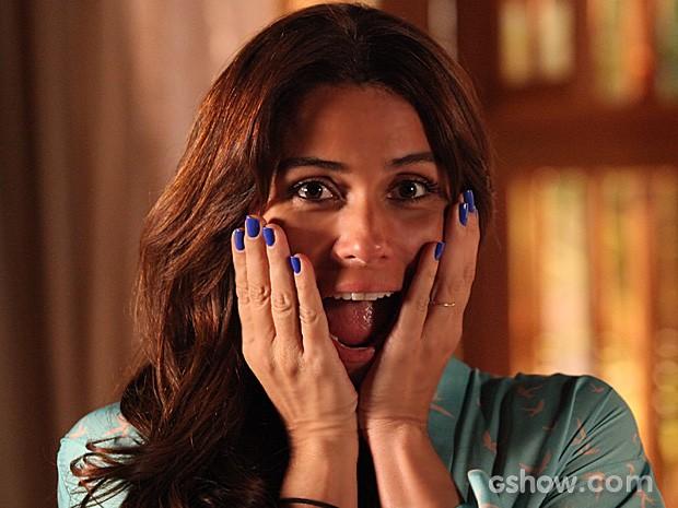 Giovanna Antonelli curte o tom de azul que marca a mudança da personagem (Foto: Carol Caminha / TV Globo)