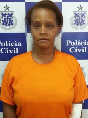 Mulher suspeita de envenenar marido foi preso após receber alta médica (Foto: Divulgação/Polícia Civil)