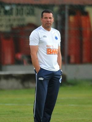 Celso Roth comanda treino no campo auxiliar do Sport (Foto: Aldo Carneiro / Pernambuco Press)