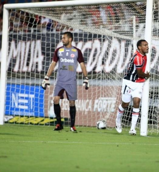 pisa fundo (João Lucas Cardoso/JEC)