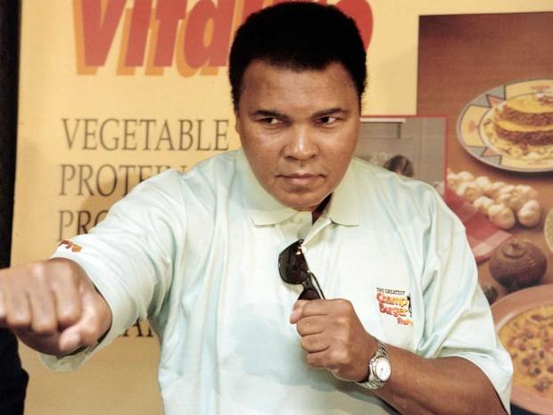 Muhammad Ali durante entrevista em 1996, em Jacarta (Foto: John Macdougall / Arquivo / AFP Photo)