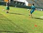 Chuteira, bola e otimismo: Ruschel se aproxima de retorno aos gramados