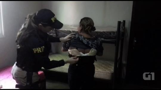 Nigeriano é preso suspeito de aliciar boliviana para transporte de cocaína na barriga em Goiás; vídeo