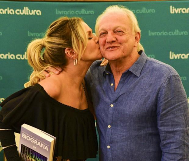 Eliana e o sogro, Flávio Ricco (Foto: Leo Franco/AgNews)