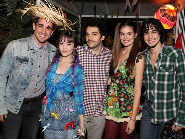 Atores de Verdades secretas em festa na Zona Oeste do Rio (Foto: Anderson Borde e Francisco Silva/ Ag. News)