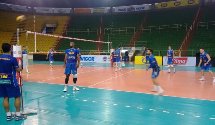 Treino MOC Vôlei (Foto: Messias Braga/Inter TV Grande Minas)
