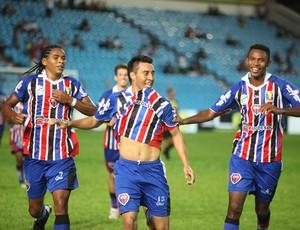 Jogadores do Maranhão, Otávio, Wilian e Lucas, comemoram gol do time contra Viana na final do 1º turno do Campeonato Maranhense 2012 (Foto: Biaman Prado/O Estado)