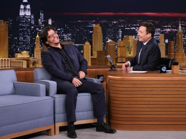 Wagner Moura e Jimmy Fallon se divertem em entrevista que vai ao at no GNT (Foto: Divulgao/NBC)