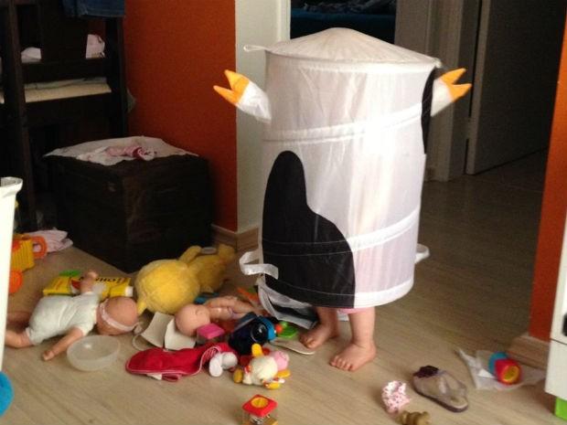 Menina se esconde nos lugares mais improváveis  (Foto: Arquivo Pessoal/Leo Victorino)