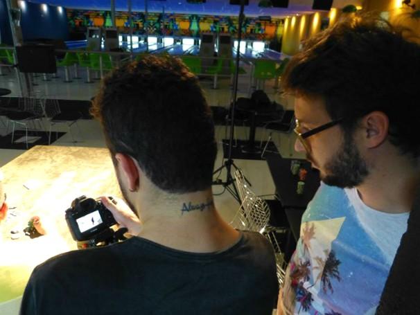 Profissionais da RBS TV conferem as imagens nas gravações (Foto: Juliana Pires/Divulgação)