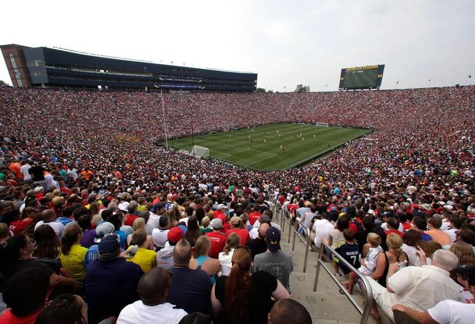 Michigan Stadium lotado para o amistoso entre Manchester United e Real Madrid (Foto: Agência AP)