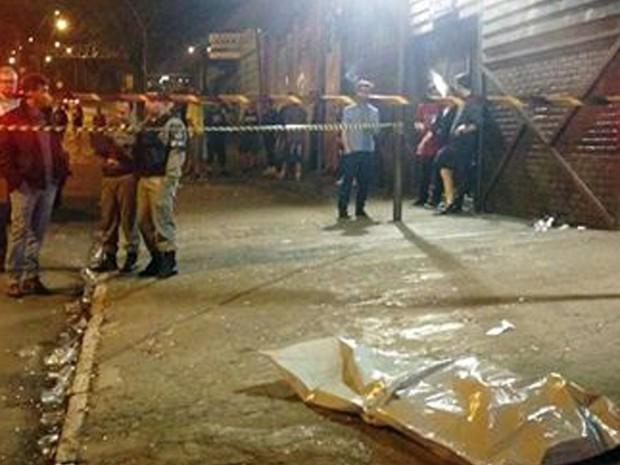 Mulher morreu em frente de casa noturna em Caxias do Sul (Foto: Brigada Militar/Divulgação)