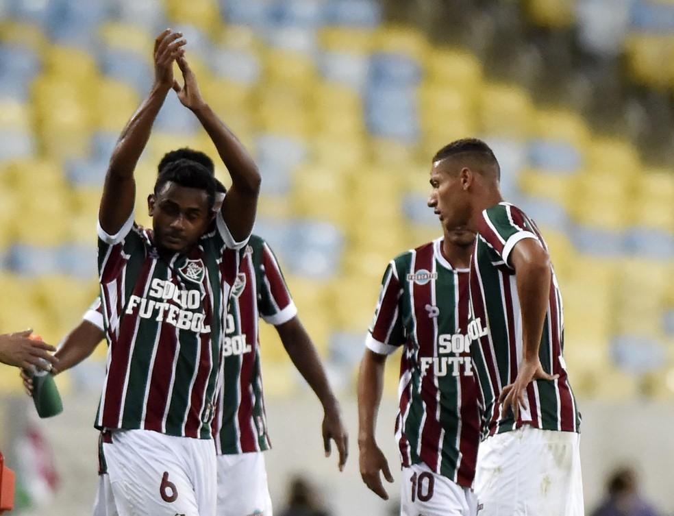 Que moral, Wendel! Volante agradece carinho da torcida em vitória do Fluminense (Foto: André Durão/GloboEsporte.com)