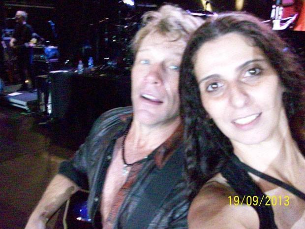 Jon Bon Jovi e a fã Rosana Guedes (Foto: Rosana Guedes/Arquivo pessoal - 100_0652