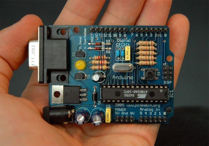 Arduino é uma placa com software de código aberto que pode se comunicar com outras máquinas (Foto: Wikimedia Commons)