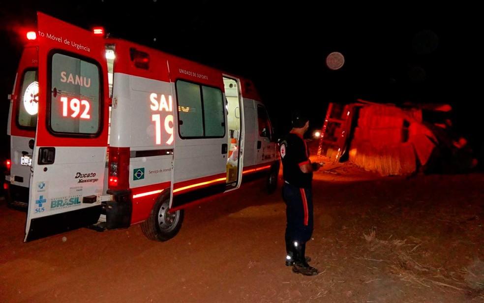Samu esteve no local do acidente e atendeu motorista que teve ferimentos leves na Bahia (Foto: Jadiel Luiz/Blog SigiVilares)